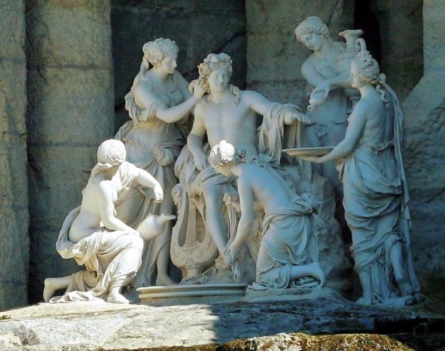 Apolo atendido polas nifas. Gruta de Tetis Versalles.