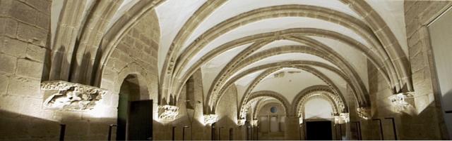 Pazo Real de Galicia, chamado de Xelmirez, fronte ao Pazo Episcopal do mencionado Bispo